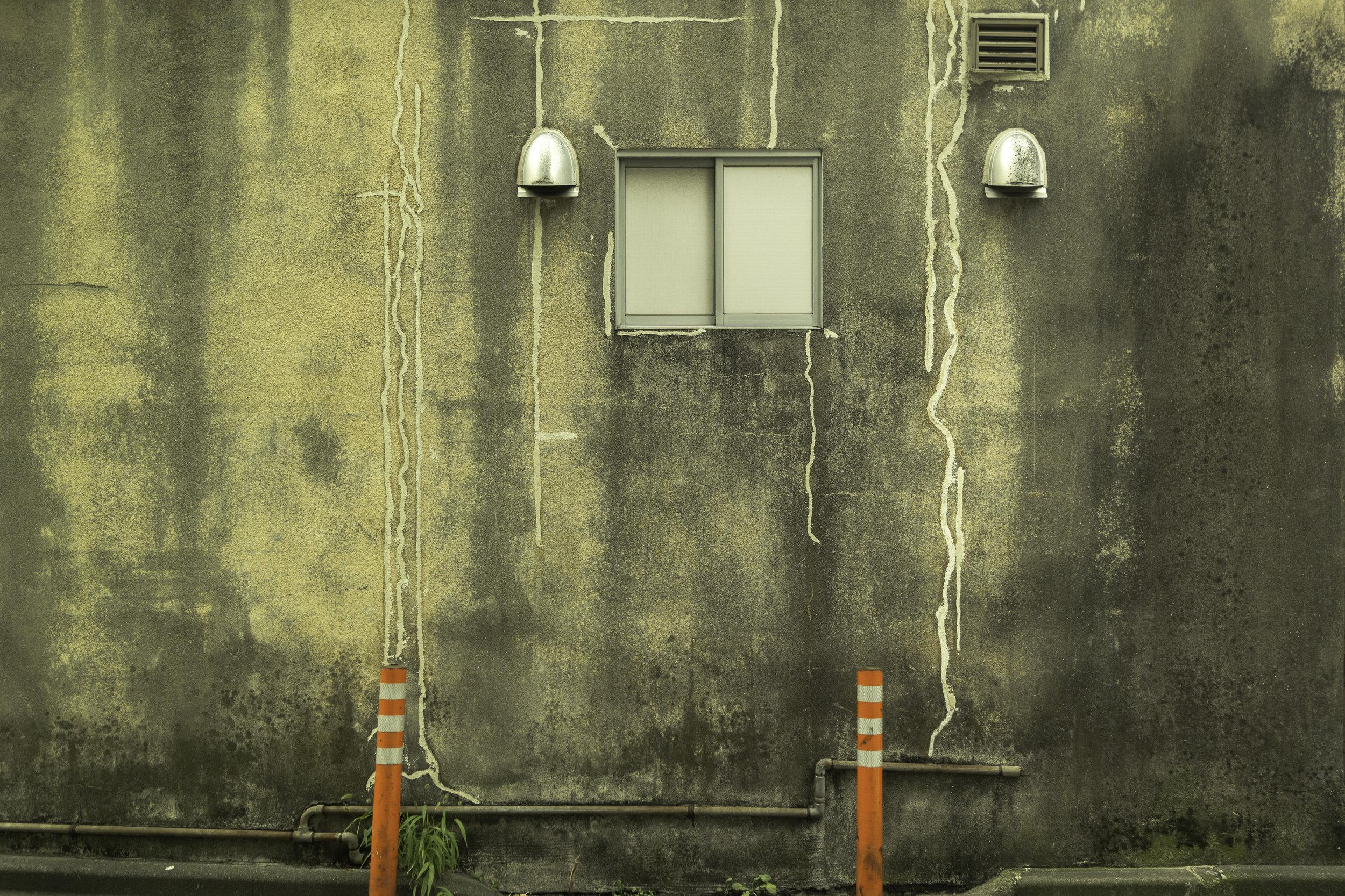 A-face-on-the-wall-Tokyo-Japan.jpg