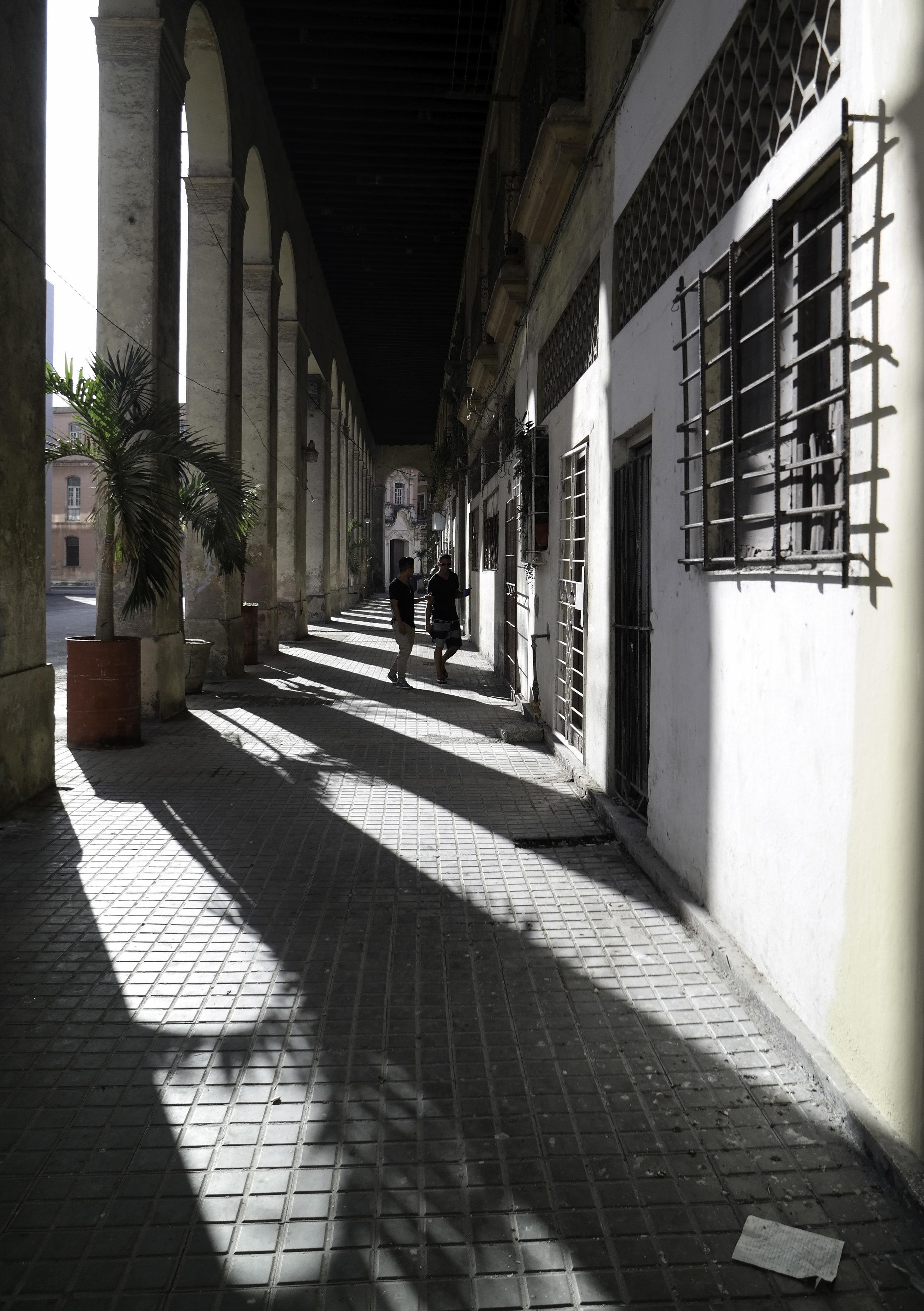 Shadows and light. Habana.jpg