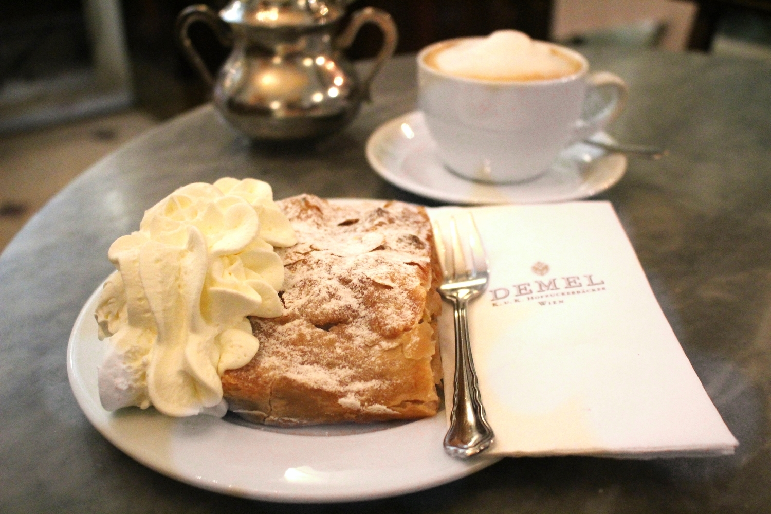 Apple strudel at Demel (photo: Anne Banas)