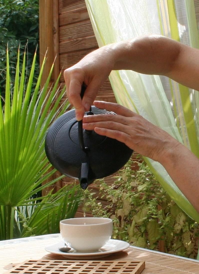 Die richtige Tasse Tee entspannt und kann der Hyperhidrose entgegenwirken.