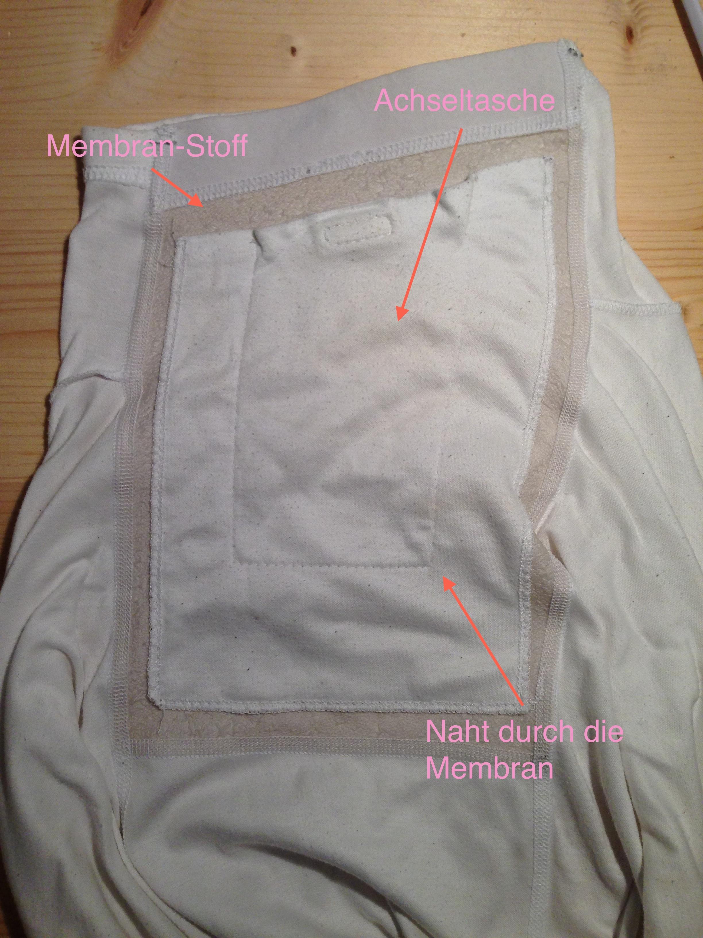Die Innenseite der Achsel eines älteren Models eines laulas® Shirts.