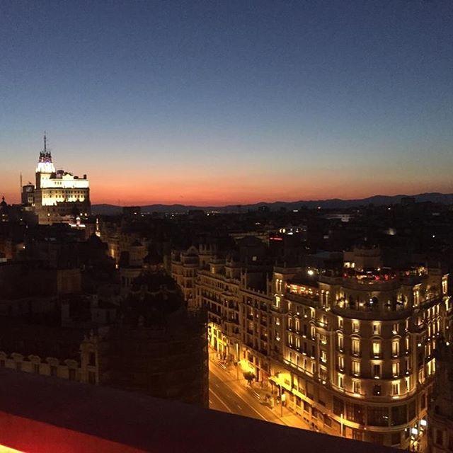 @nestordd una vez más en las alturas. Esta vez no por montañas del paraíso canario sino por cielo madrileño. Como siempre #MODOOFF EN #MODOON #Madrid ❤️