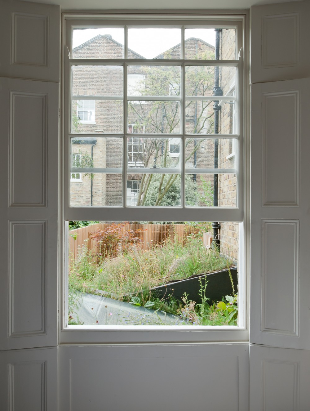 The-jewel-box-0009-Rear-bedroom-window-1000x1325.jpg