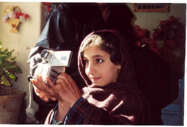 2002_05_20_AFG_girlwithcamera.JPG