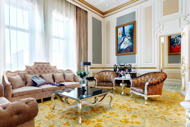 SetWidth1500-presidential-suite-nikolskaya-livingroom.jpg
