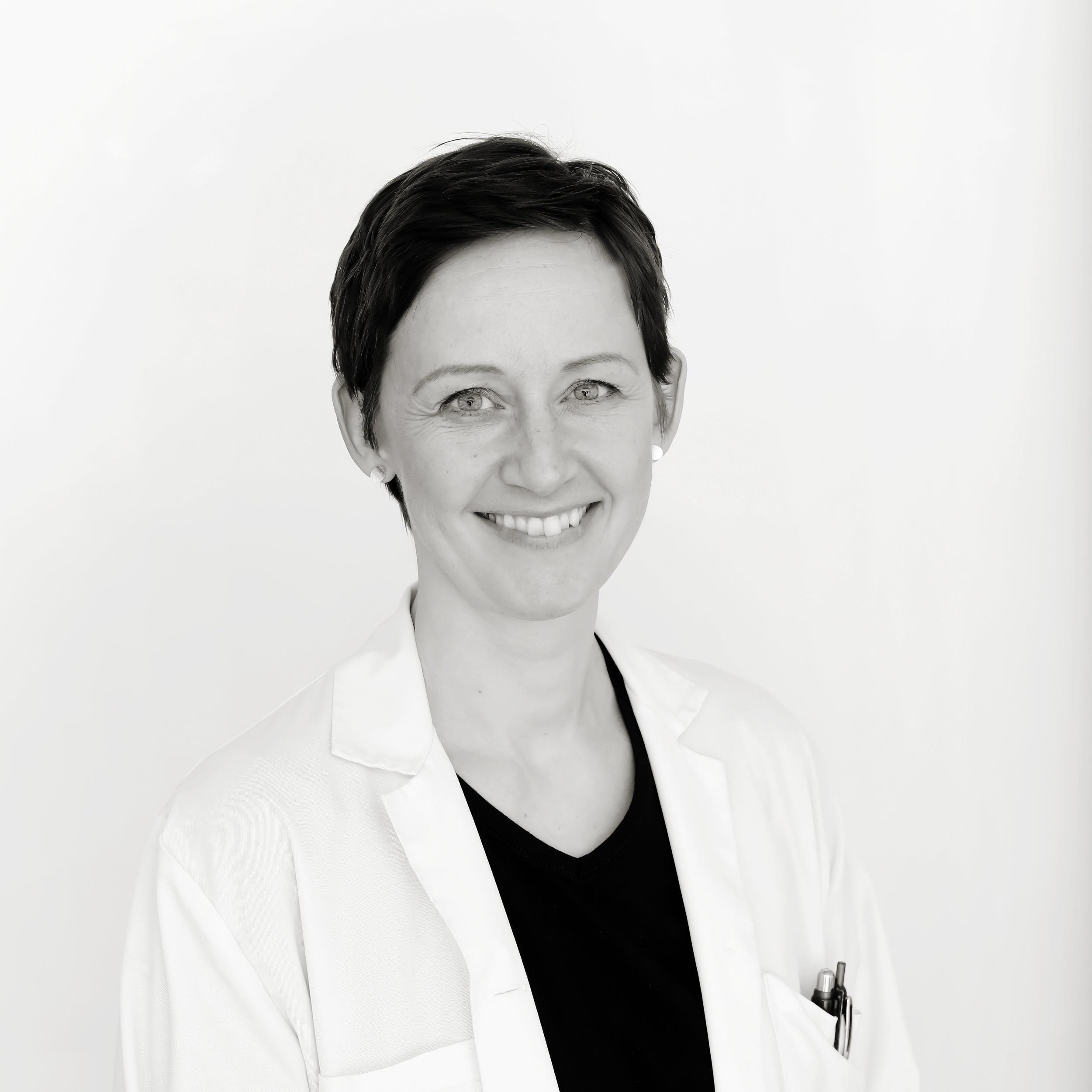 Lisbeth Rosholm Comstedt  Hudläkare - Specialist i Dermatologi