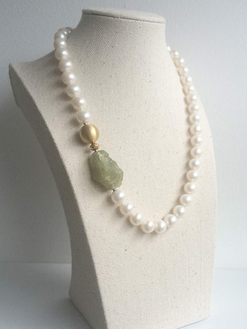 9.5-10mm cream freshwater pearl necklace with interchangeable  green garnet  and  14mm gold ball  clasps with  gold connector