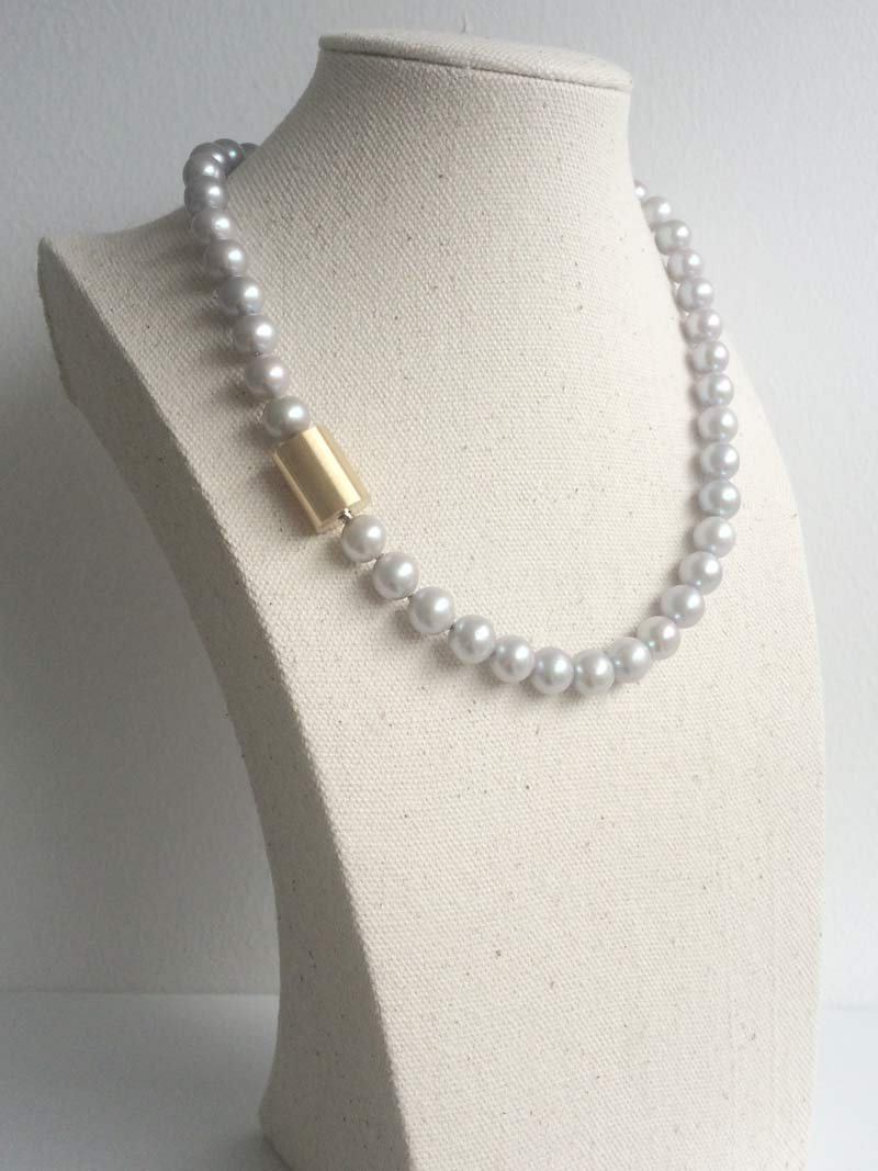 8.5-9mm silver grey freshwater pearl necklace with small interchangeable gold cylinder clasp