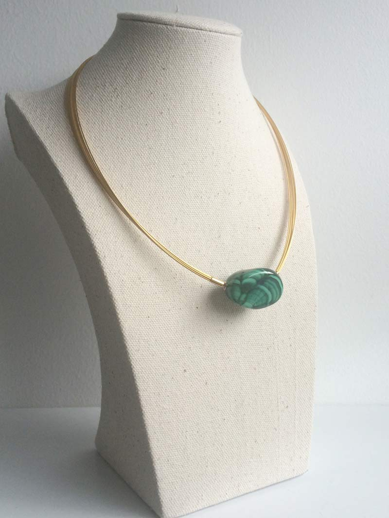 Gold plated steel multitrand wire necklace with interchangeable  malachite pebble  clasp