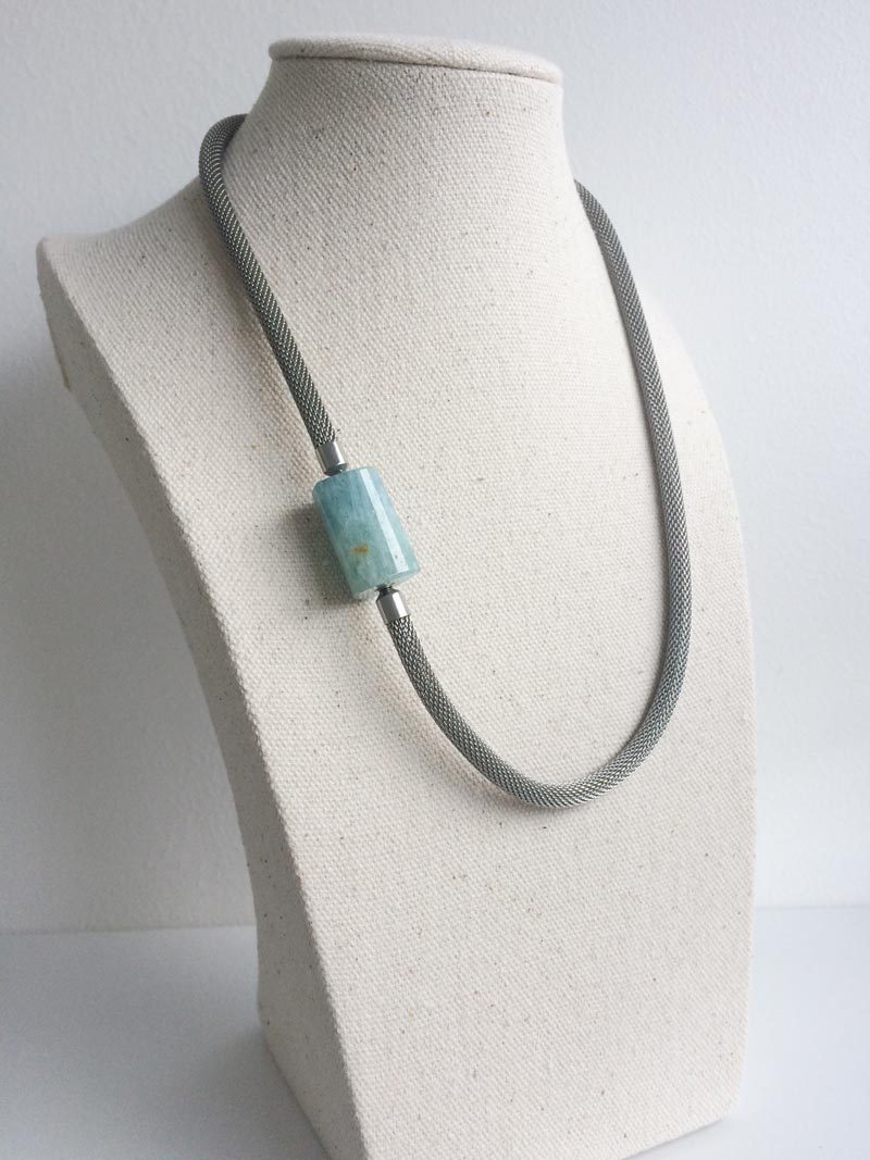 Steel mesh necklace with aquamarine feature clasp