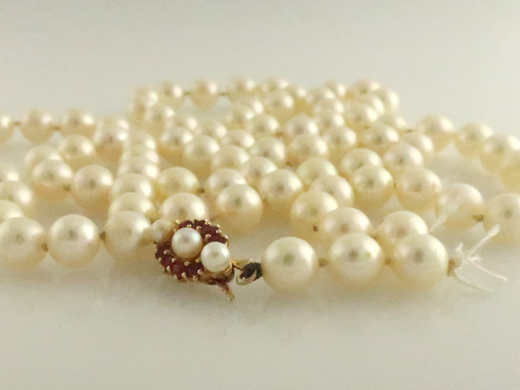 Broken opera length cream pearls