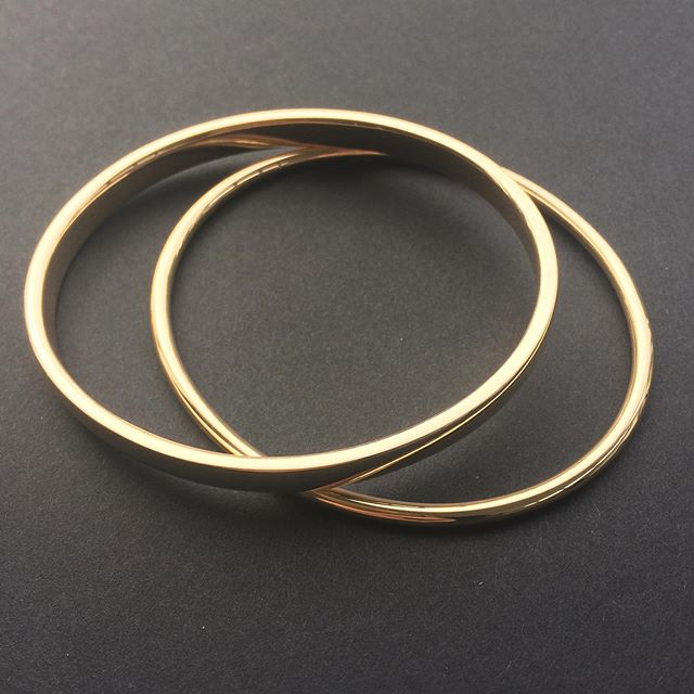 A couple of recycled gold bangles ready for collection. I can't even begin to tell you how many of these beauties I've made over the years. What could be better than taking all that scrappy, unworn jewellery and turning it into a forever piece like this?  #jobsatisfaction  #remodellingjewellery  #goldbangles #handmadejewelleryireland #madeindublin #bespokejewellerydesign #evadorneygoldsmith #recyclinggold #goldjewellery #designerdublin #remodelling