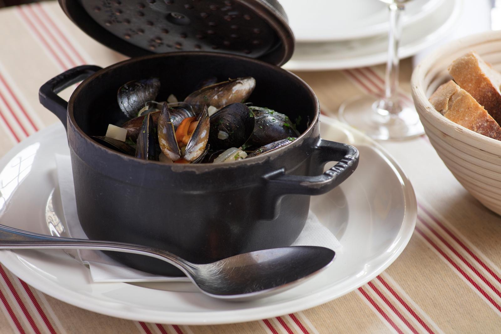 L'escargot bleu Steamed Mussels Marinière WEB 4.jpg