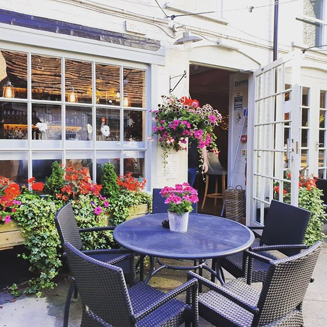 When the Courtyard is in full bloom, the sunshine is definitely out in full force and you can smell fresh coffee and brekkie in the air... today is going to be a lovely day.  #ampthillbrekkie #rise&Shine #hideaway