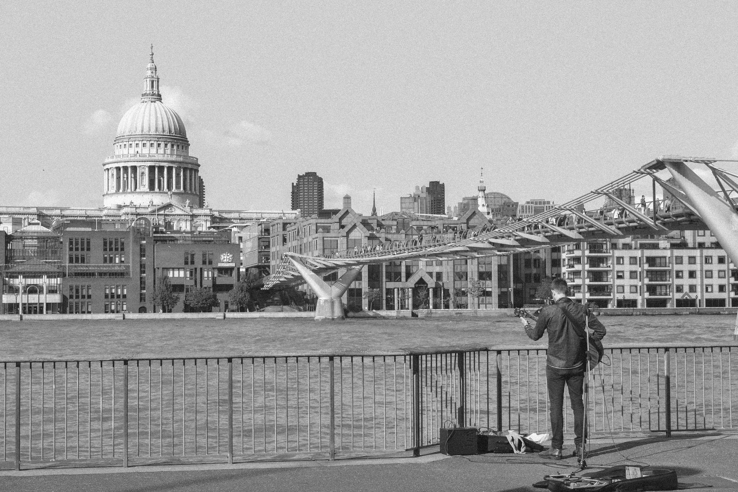 billie norman southbank london busking