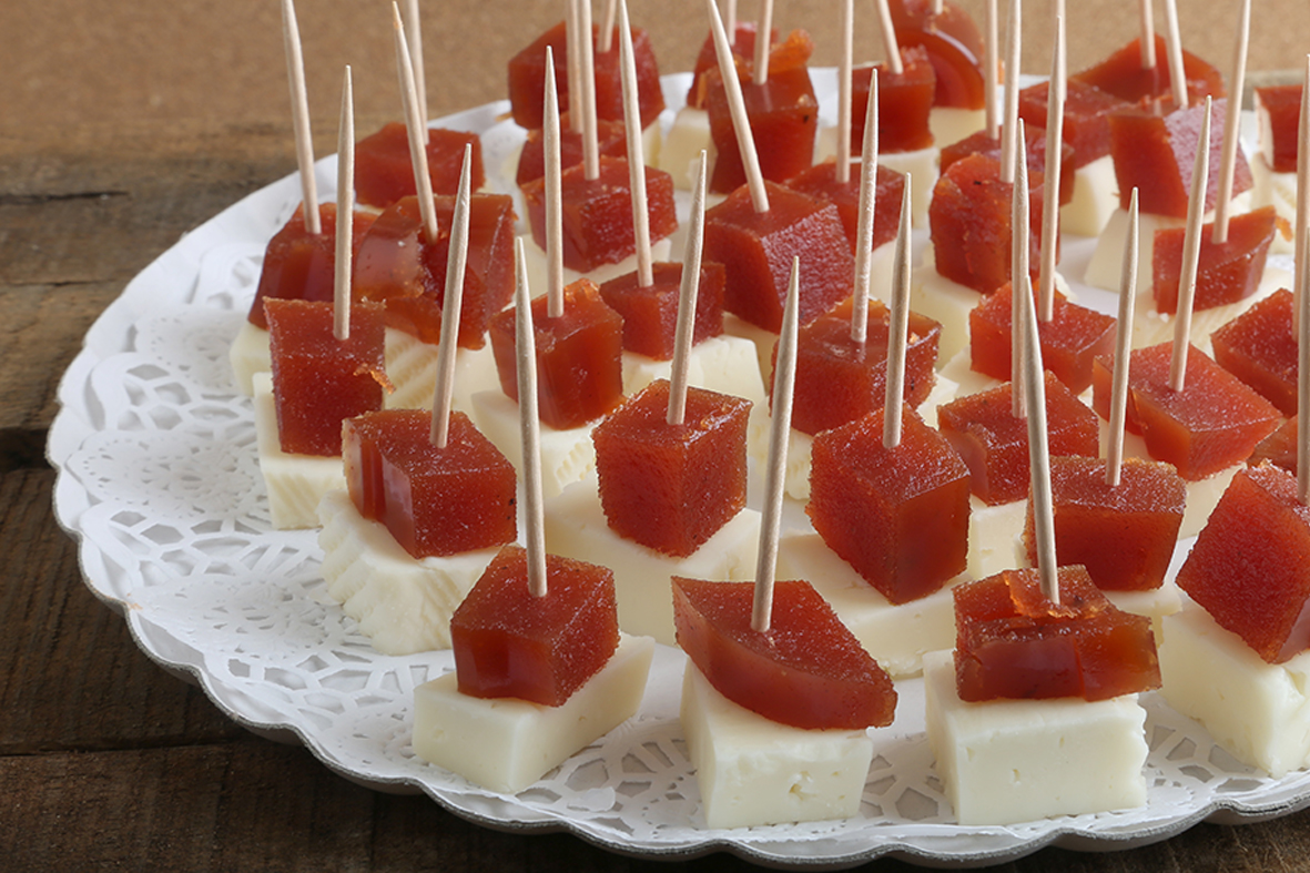 Membrillo con queso - Sweet quince paste with cheese.