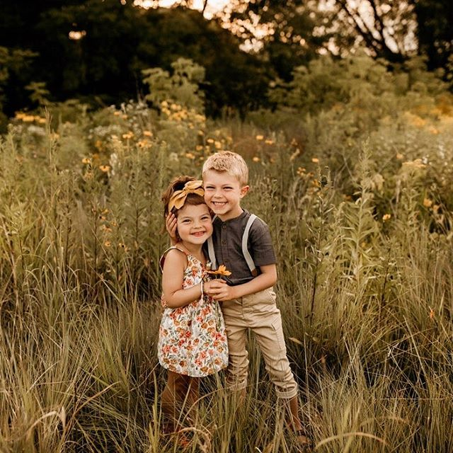 well hello, beautiful children 😍🌻🌼 . . . . . . . . . . . #juniperandlacephotography #mnphotographer #cameramama #galleryoflightfeature #click_vision #infitinity_children #documentyourdays #boldemotionalcolor #lookslikefilmkids #hellostoryteller #flowerfields #flowerchild #dearphotographer #simplychildren #kidsforreal #atdiff_kids #theeverydayproject #celebrate_childhood #motherhoodunplugged #letthekids #styleandselect #momtogs #thesugarjar #theartofchildhood #snapsocietydailyfav #kidsmood