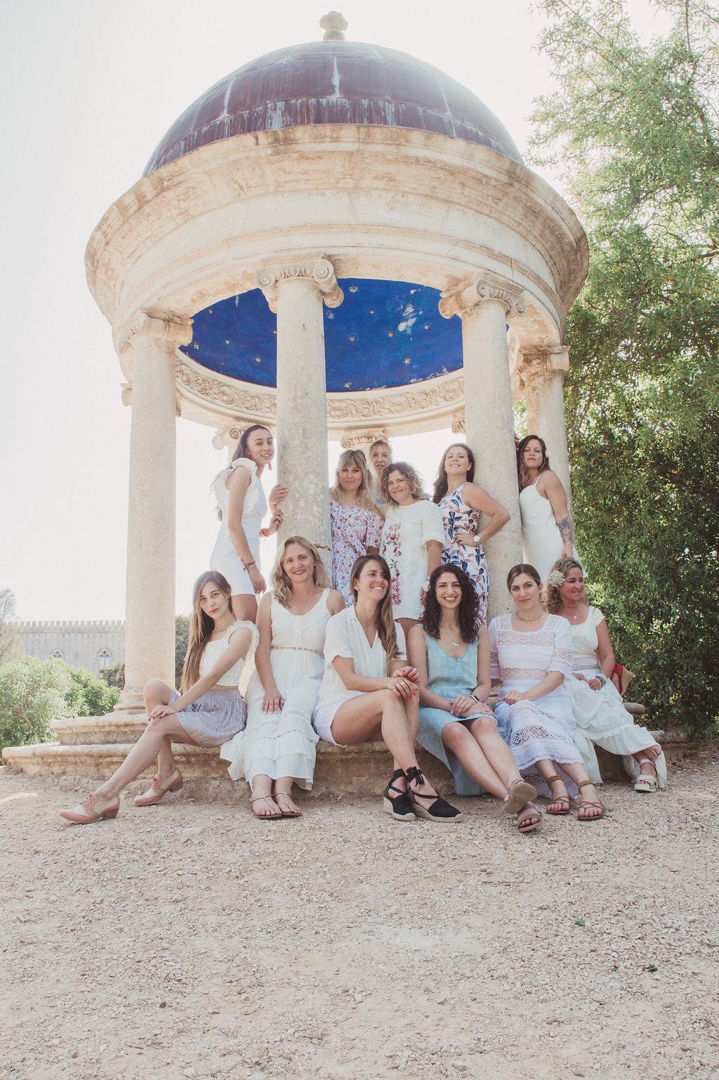 Group shot at Castello di Donnafugata garden maze