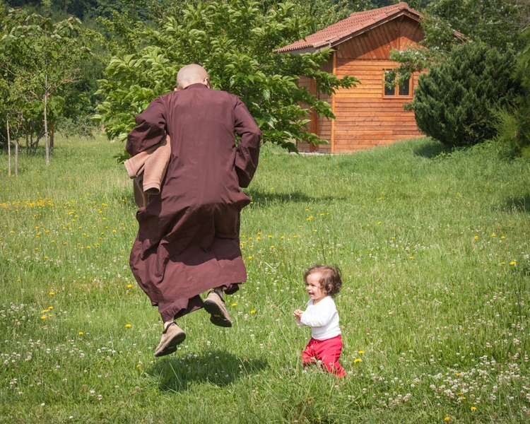 Plum Village - Monks playing with children: joyful -