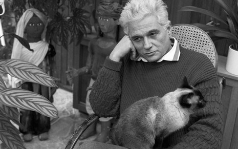 Jacques Derrida and his beloved cat.  - Derrida exposes a serious mistake in thinkers from Aristotle to Heidegger: their presumption that the