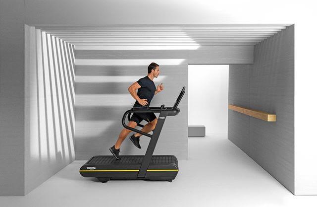 SKILLRUN supera las expectativas de cualquier caminadora, es el primer equipo en su clase para combinar entrenamiento de potencia y cardio.  . .   #wellness #fitness #skillrun #training #virtual #skillathletic #design #wellnessdesignmx #wellnesshome #gym #training #runners