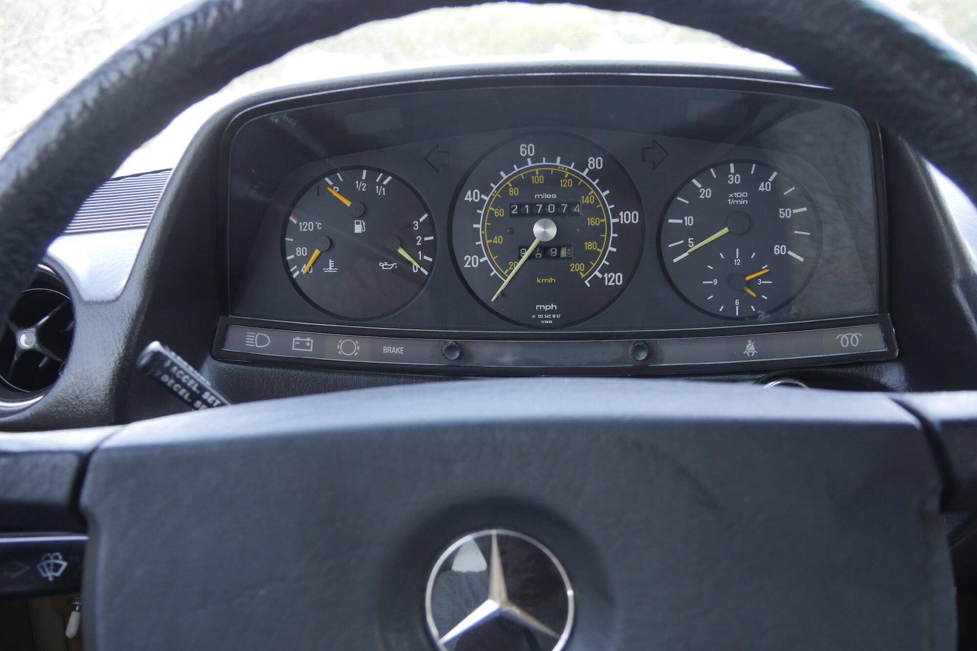 Mercedes 300D.jpg