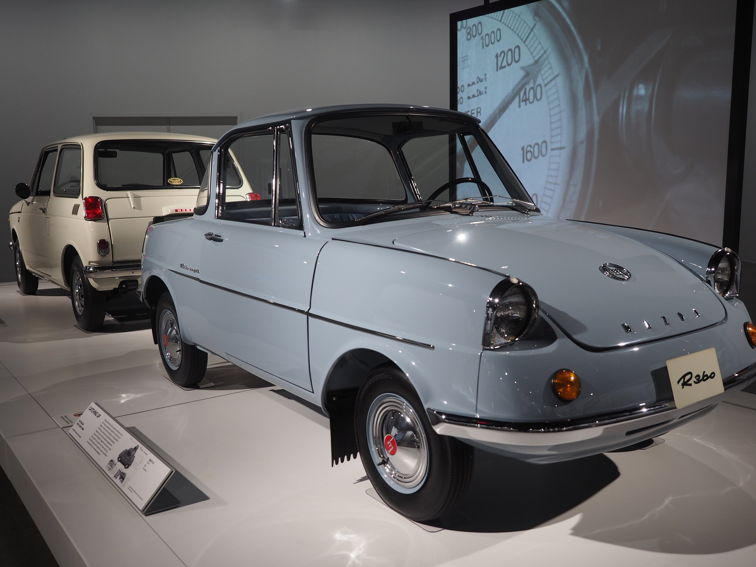 1960 Mazda R360 Coupe KRBB - Constructed with advanced lightweight materials (including magnesium alloy) and four wheel independent suspension.