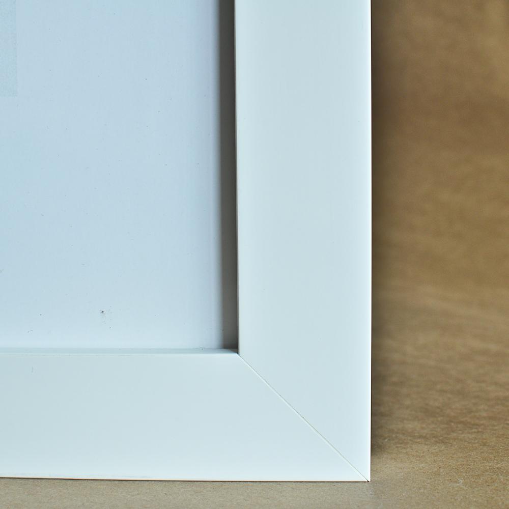 mountary-frame-style-deep-white-highres-1.jpg