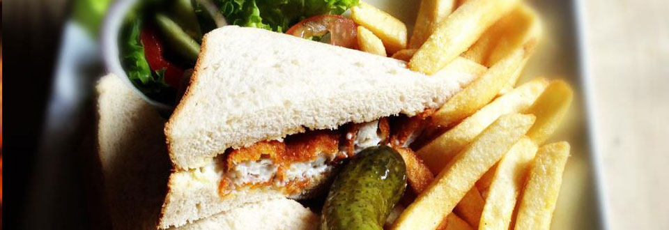 Fish finger sandwich with homemade tartare sauce