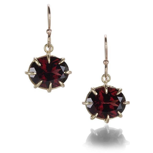 Warm, sultry garnet earrings, available via @quadrumgallery 🥀