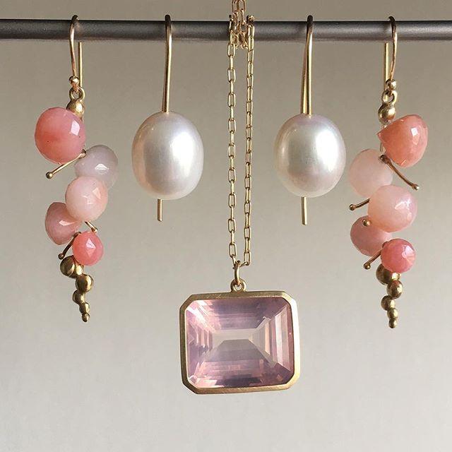 Classic freshwater Pearl drops among beautiful pinks @meekafinejewelry; Rachel Atherley pink opal caviar; Lola Brooks rose quartz pendant 🍥