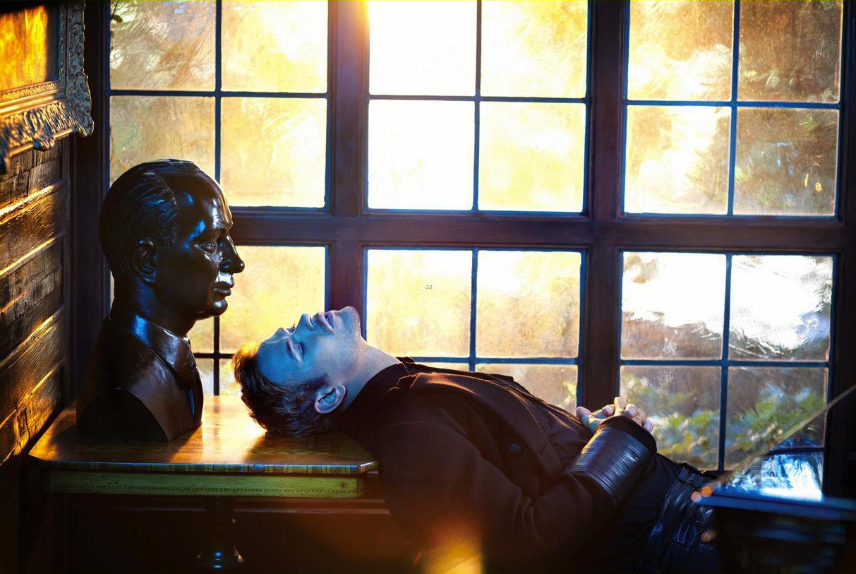 kellan-lutz-covers-essential-homme-november-december-08.jpg
