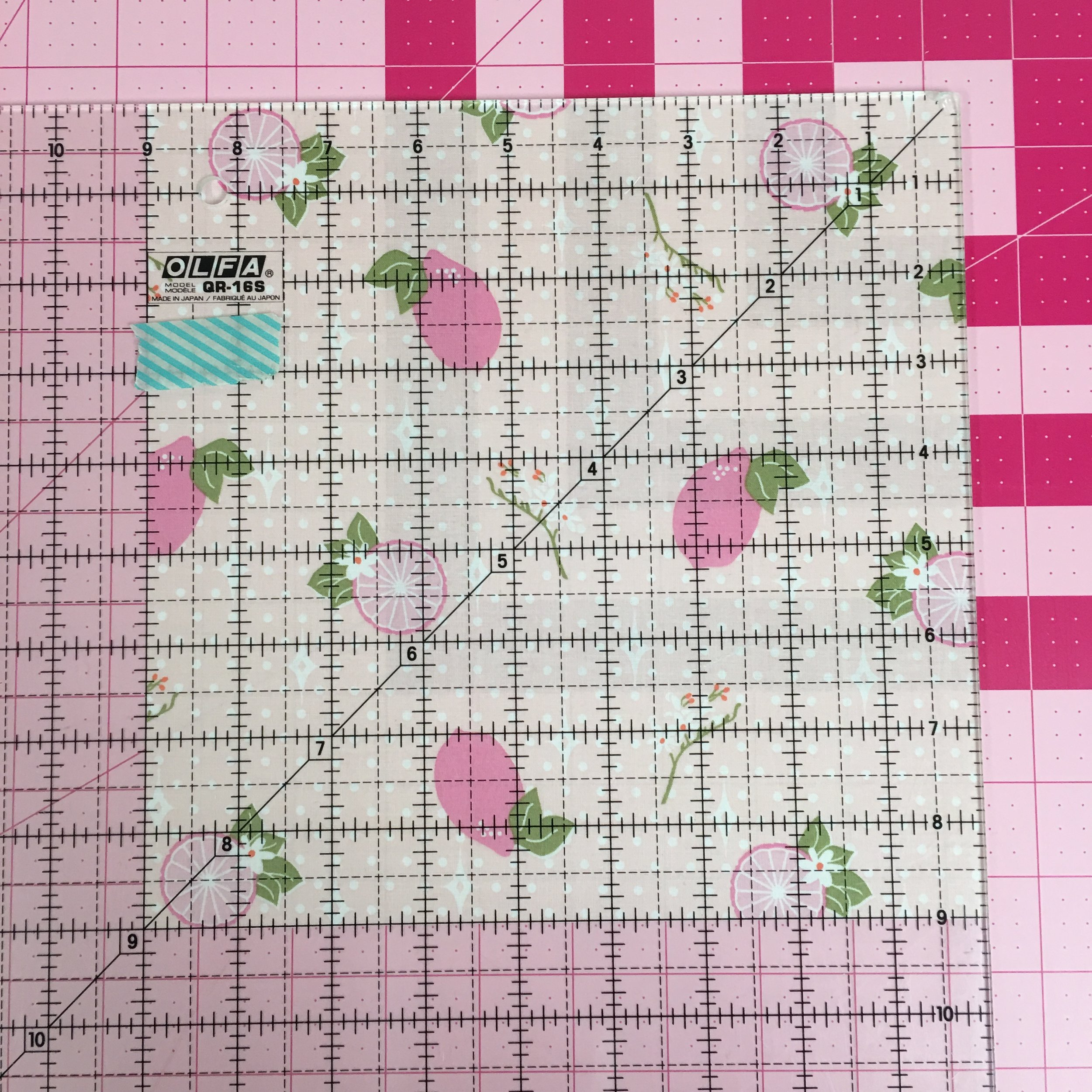 "For this tutorial I am using the larger 22"" template size which calls for you to precut a 9"" square."