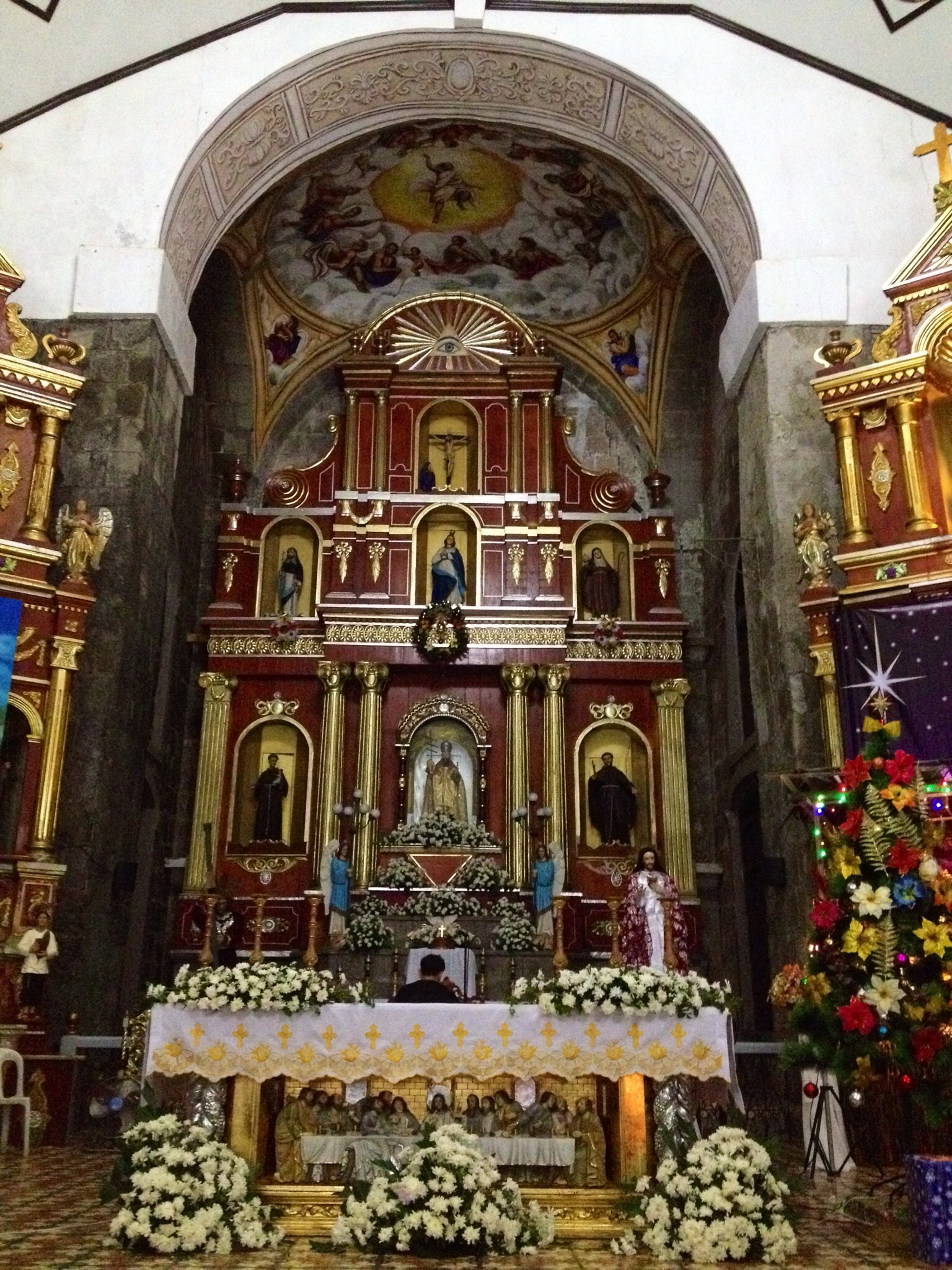 The majestic altar of Saint Gregory the Great Parish Church.