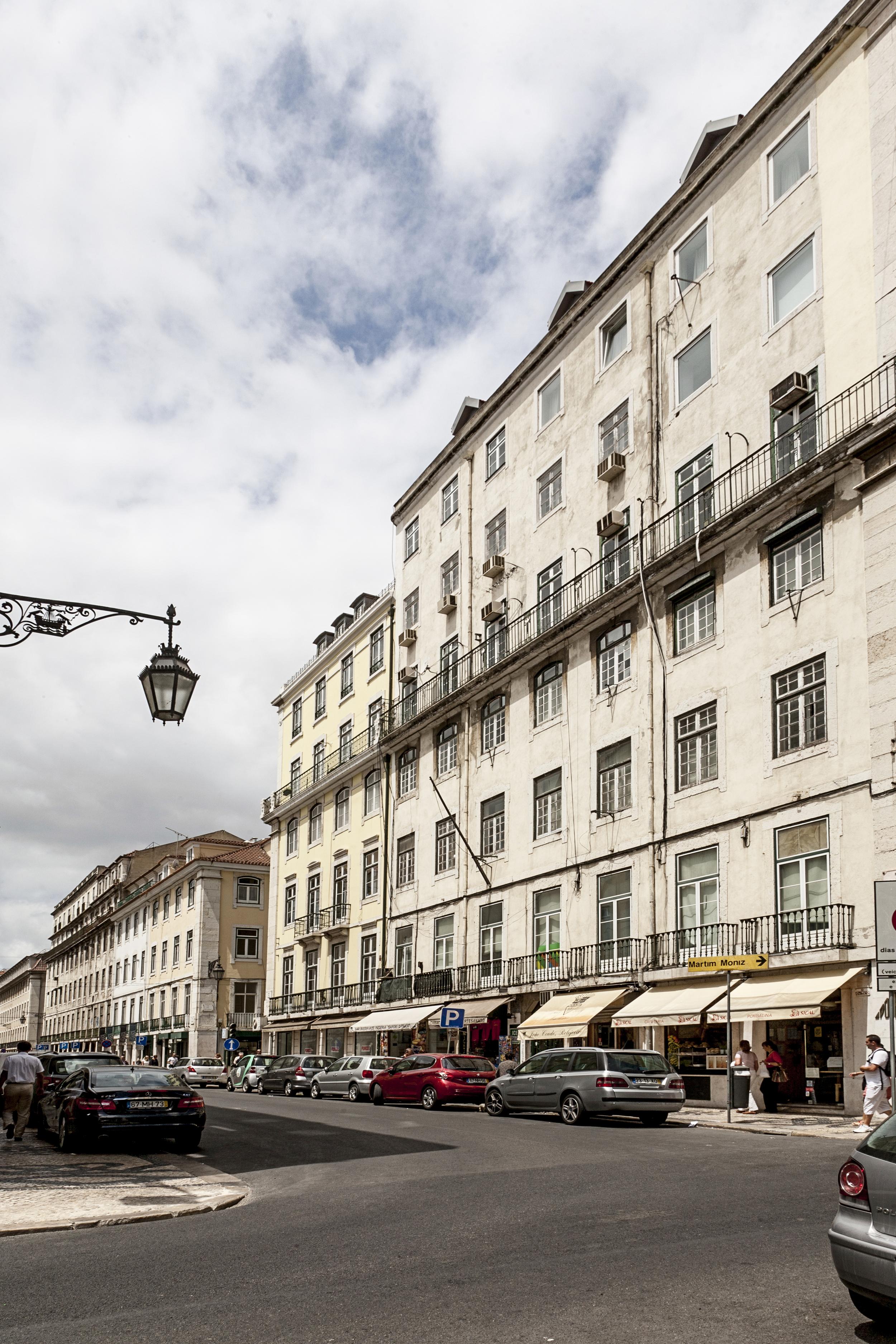25 Building's façade.JPG