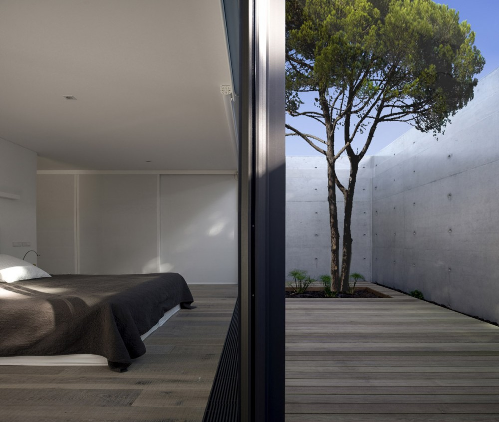 52cbfdefe8e44e1bc80000a1_comporta-house-rrj-arquitectos_11_51_-1000x846.jpg