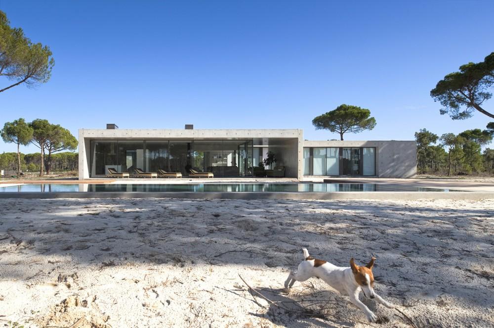 52cbff83e8e44e1bc80000a2_comporta-house-rrj-arquitectos_21-1000x664.jpg