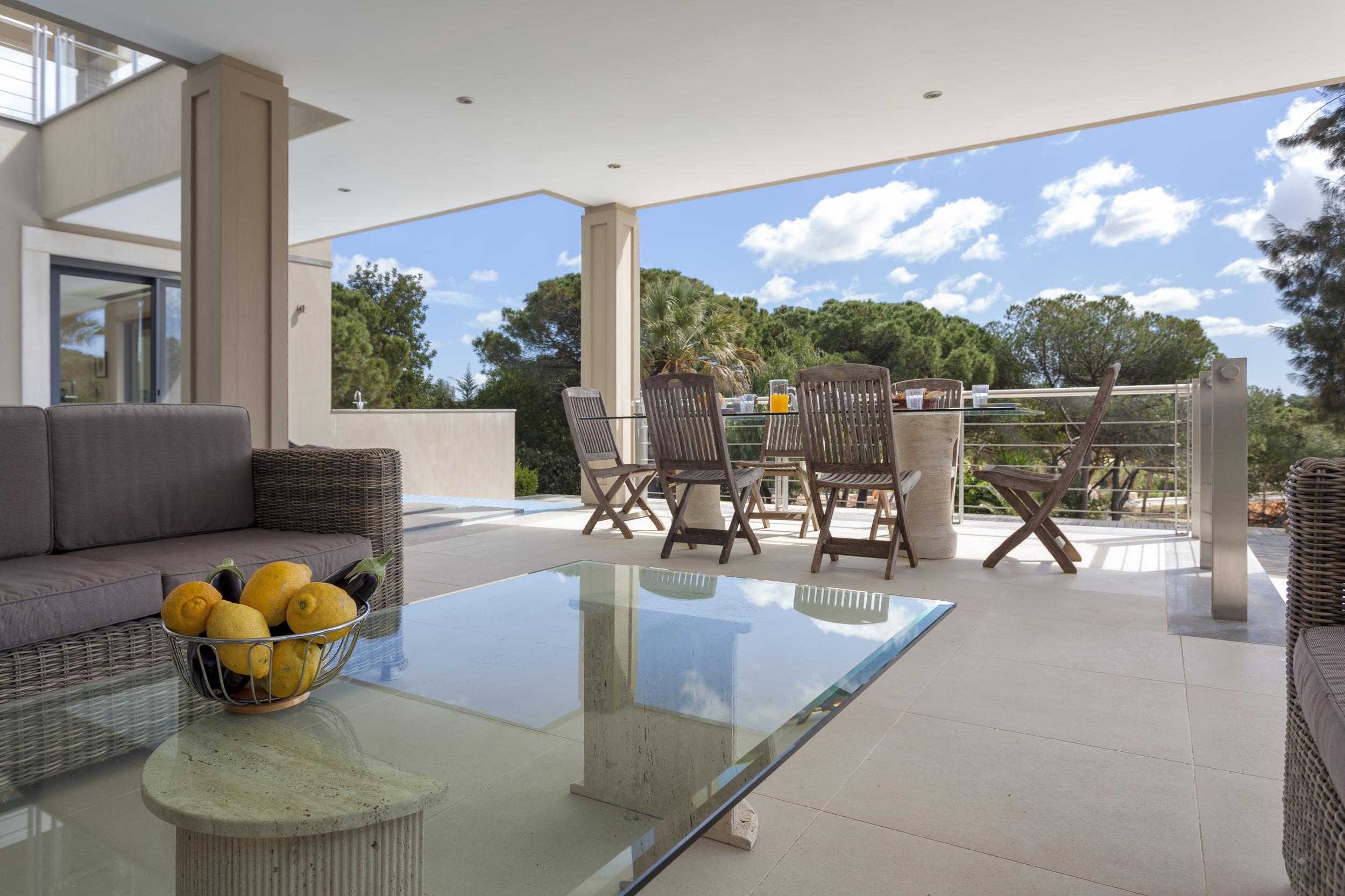 4 bedroom villa to rent in Quinta do Lago, RLV, Villa Serpentine, shaded outside dining.jpg