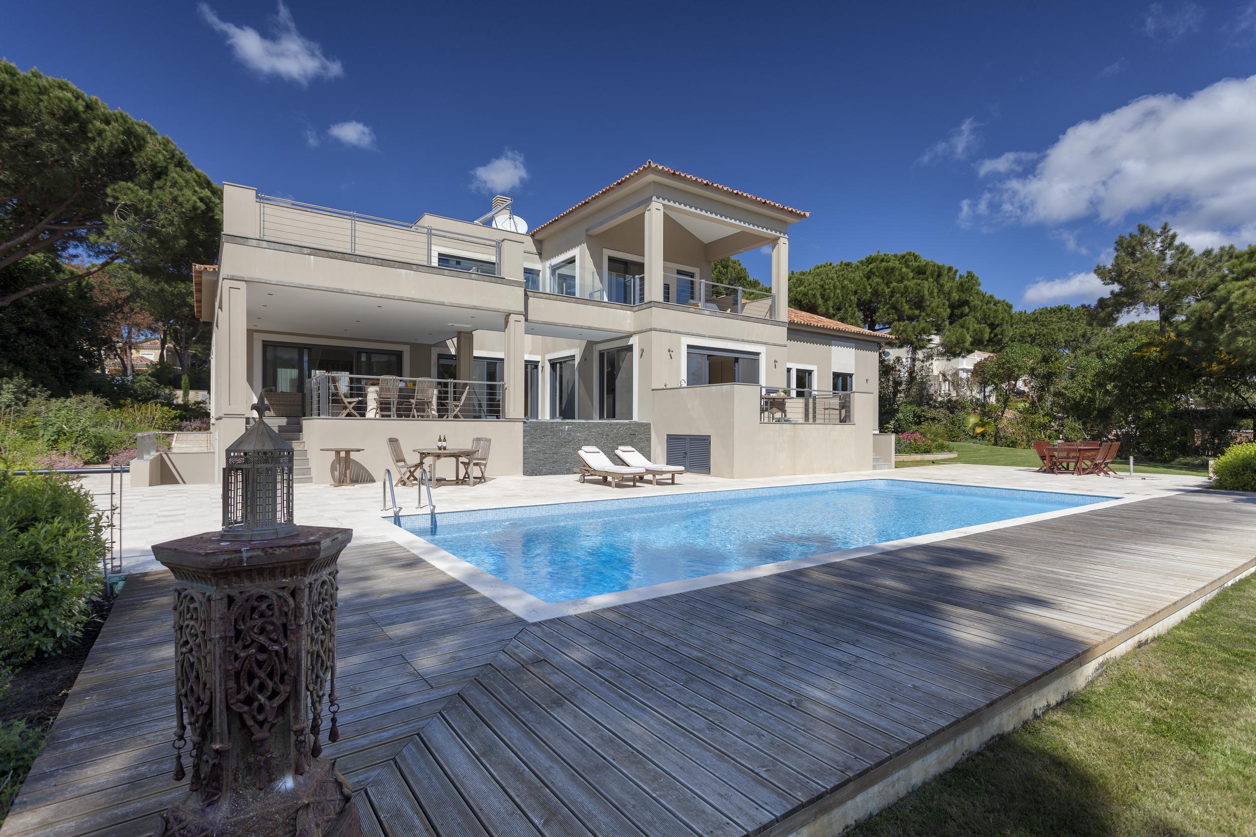 4 bedroom villa to rent in Quinta do Lago, RLV, Villa Serpentine, villa and pool.jpg