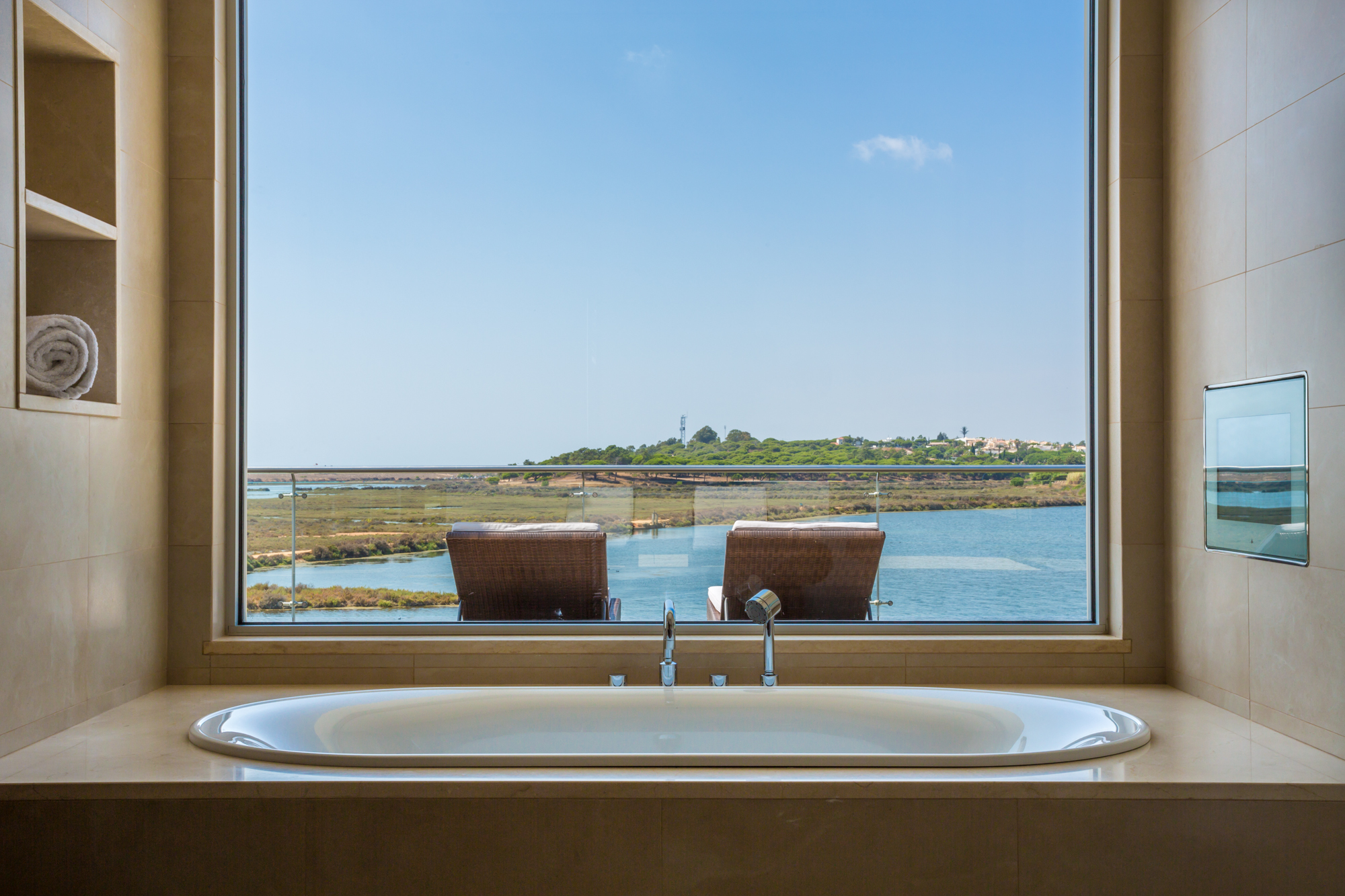 Villa Moon Sone, 5 bedroom prestige villa in Quinta do Lago, Algarve, master bathroom.jpg