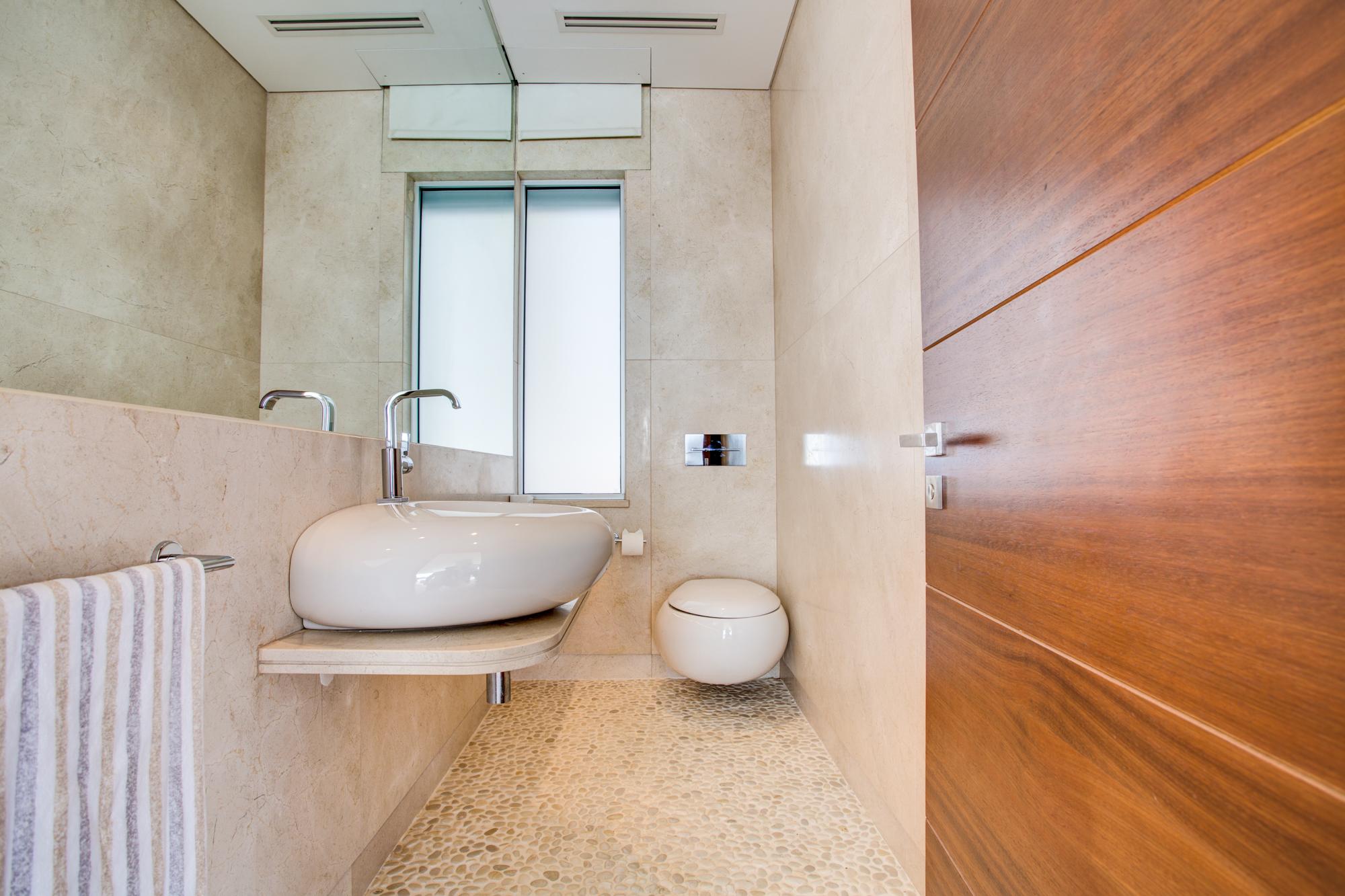 Villa Moon Sone, 5 bedroom prestige villa in Quinta do Lago, Algarve,bathroom1.jpg