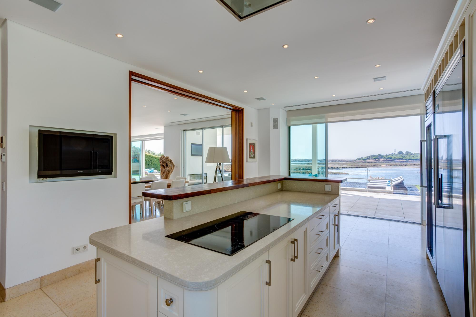 Villa Moon Sone, 5 bedroom prestige villa in Quinta do Lago, Algarve,kitchen1.jpg