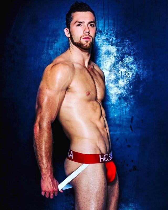 The gorgeous @xavier_lake_fit wearing @helsinkiathletica #men #man #model #fashion #motivation #shredded #gymlife #abs #pecs #beard #gymlife