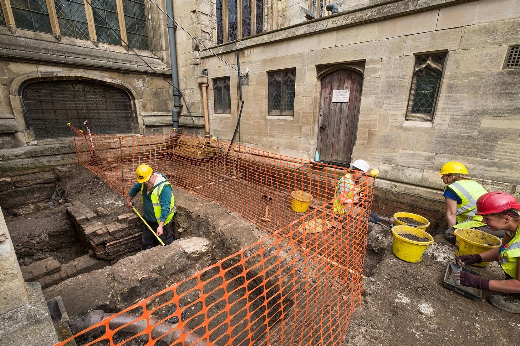 Hull Minster archaeology 3.jpg