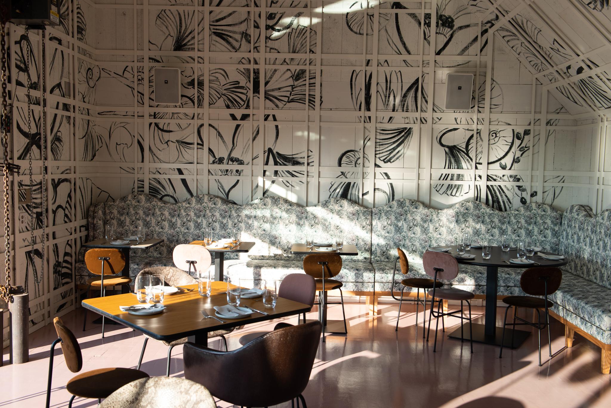diningroom_daytime_02.jpg