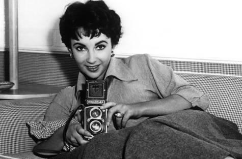 Liz Taylor and a Rolleiflex
