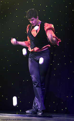 Cirque du Soleil juggler photographed at a corporate event.