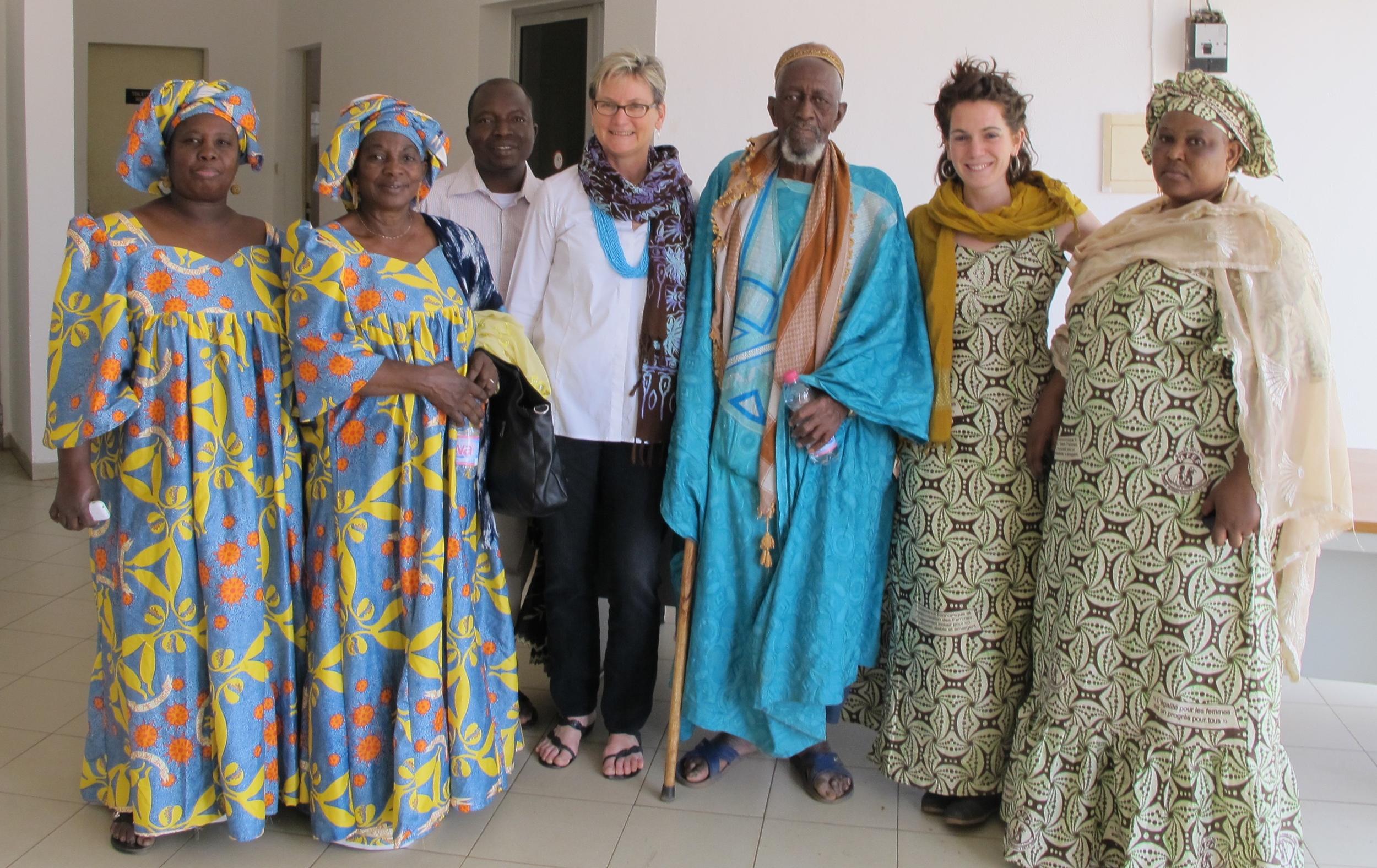 MmeBadiallo, Mme Rokia (Peer educators), M Guidé (Clinic president), Annie De Groot, M Diarra (Sikoro Village Chief), Eliza Squibb, Mme Diaby (Peer educator)