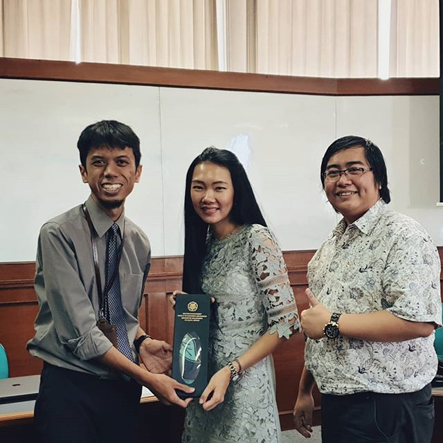 Can tradition be an innovation? . The answer is yes—and more than that, tradition is the foundation through which innovation may occur. . Picture: Sharing session for Business Creativity and Innovation class with the founders of Indo Saparella, Pak Alfonsus Hendrawan and Bu Jessy Harsono.