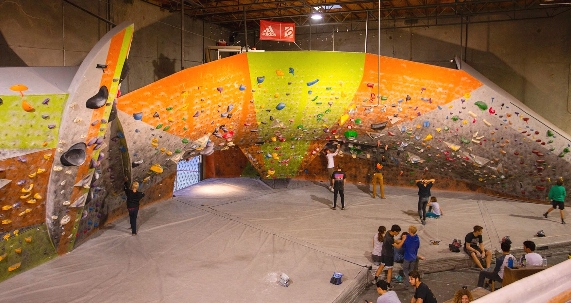 Indoor Rock Climbing Bouldering In San Diego The Wall Climbing Gym